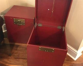 Storage chests (2)