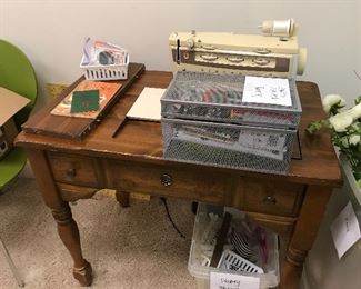 Sewing machine w/table