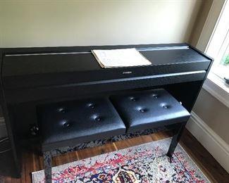 Yamaha electric piano w/bench