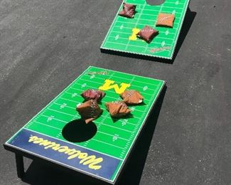Cornhole game w/carrying case