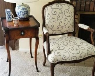 Nice Victorian side table with 1 of 2 matching chairs