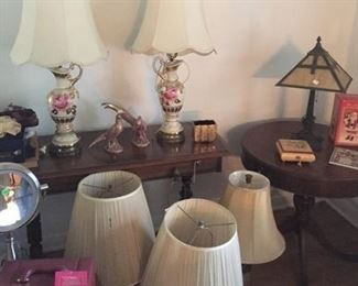Multiple lamps are available, some matching, some not.