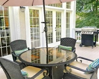 Umbrella table & 4 chairs