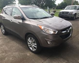2012 Hyundai Tucson Limited Edition SUV, 29K Miles, Leather Seats, Power Mirrors