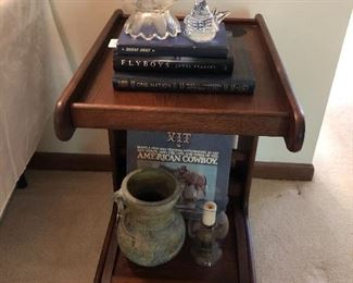 Rolling end table/magazine rack