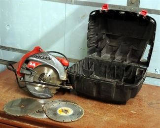 """7.25"""" Electric Skilsaw Model #5500 Includes Extra Saw Blades and Carrying Case"""