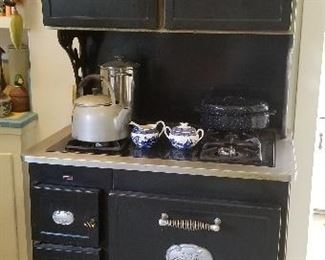 Classic reproduction vintage stove-gas!