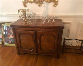 Huntley By Thomasville extendable buffet