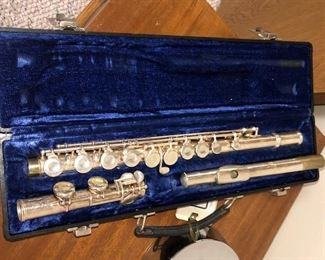GEMEINHARDT 2SP FLUTE AND CASE