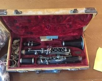 VINTAGE BUNDY SELMER CLARINET AND CASE