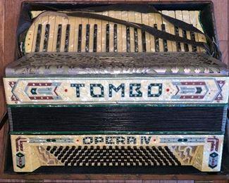 Tombo Opera IV accordion