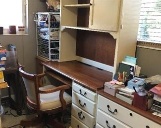 4 Piece Ethan Allen Office set. Includes desk, hutch, filing cabinet and leather chair. I. Excellent condition.  All wood.
