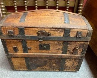 """Vintage Crouch & Fitzgerald Trunk 26"""" x 17""""!"""