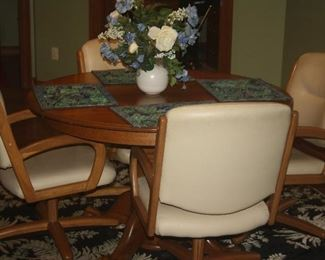 TABLE SET WITH LEAF