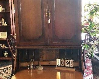 BEAUTIFUL Antique Mahogany 4-Drawer Secretary