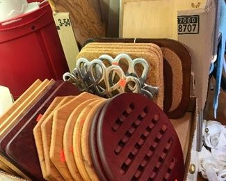 TRIVETS & CUTTING BOARDS