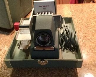 ARGUS 300 35mm Automatic Slide Projector f3.3 . No slides