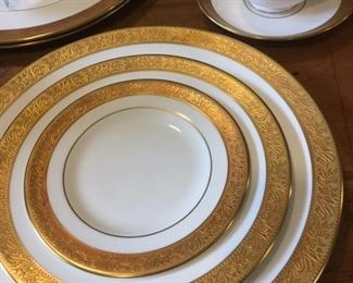 Shimmering service for four fine china in Ascot pattern by Wedgwood