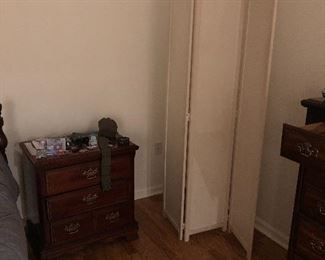 room divider/screen, night stand