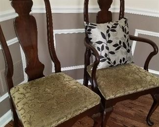 6 Matching dining room chairs