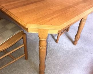 SOLID OAK DINING TABLE WITH 6 CHAIRS