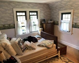 Full Size Bed w/Linens
