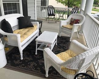 Wonderful Outdoor Furniture on the Porch!