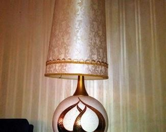 A pair of stunning Mid Century Lamps in near mint condition.