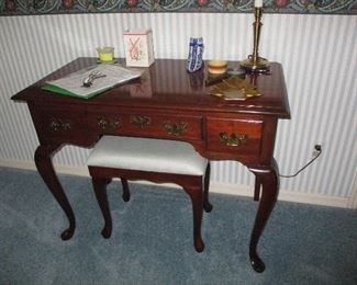 Beautiful condition desk/vanity
