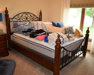 4 Poster Bed, Linens