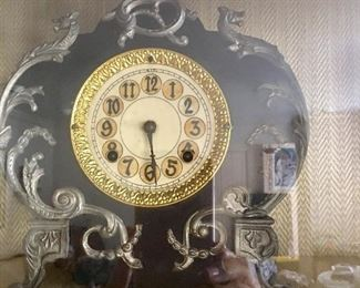 Nouveau clock (New Haven trademark)