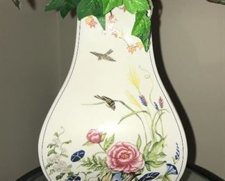 One of several extraordinary Franklin Mint pieces--vases, lamps, tea sets--all in mint condition.