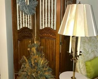 Vintage wood 3-panel screen, floral arrangement and table/lamp combination.