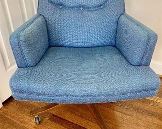 Vintage Dunbar Mid Century swivel chair (1 available)