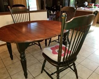 dining room table with 4 chairs and leaves