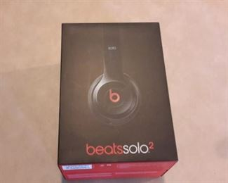 beats solo 2, NEW IN BOX!