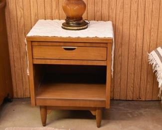 Mid Century Modern Nightstand / End Table with Drawer