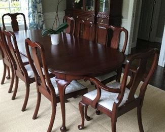 Henkel Harris dining table, 2 leaves, pads and 8 chairs