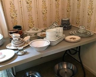 Lovely china with lots of pieces