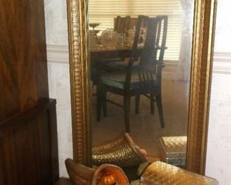 Pier mirror and table