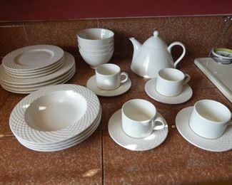 Basketweave Dish Set
