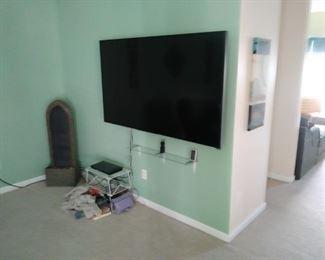 Vizio 75 inch flatscreen TV