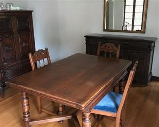 Dining Room Table With 6 Matching Chairs, Table Extends.  $400