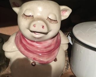 I love Shawnee's Smiley Pig cookie jars -- just the right amount of whimsy!