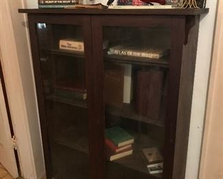 Very old display cabinet, heavy weight, great condition