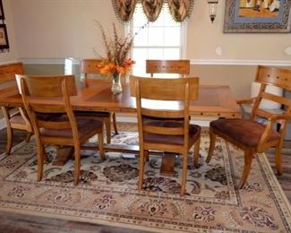 gorgeous dining room table & 6 chairs,	w/leaf table expands from 6' to 8'