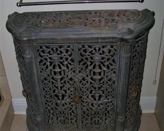 Outstanding iron wood/coal bin