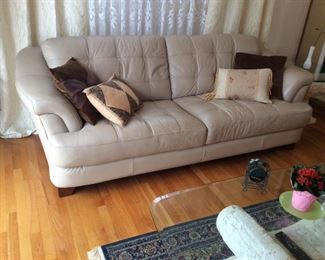 LEATHER SOFA NO BREAKS OR STAINS