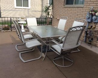 PATIO SET WITH 6 CHAIRS AND UMBRELLA