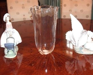 Steuben Vase w/ Lladro Figurines